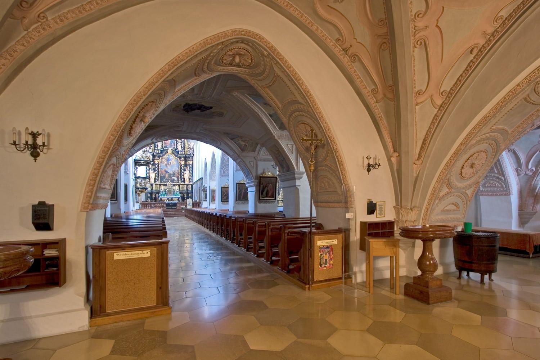 Stiftskirche - unter dem Stiftsturm