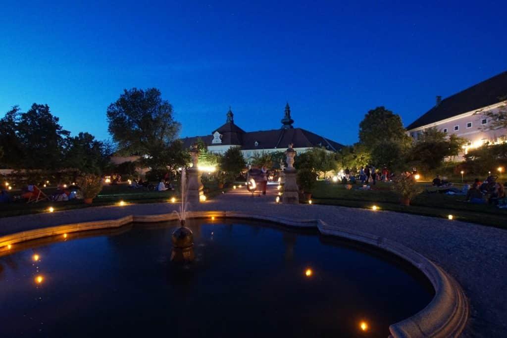 Vollmondnacht im Historischen Hofgarten Seitenstetten