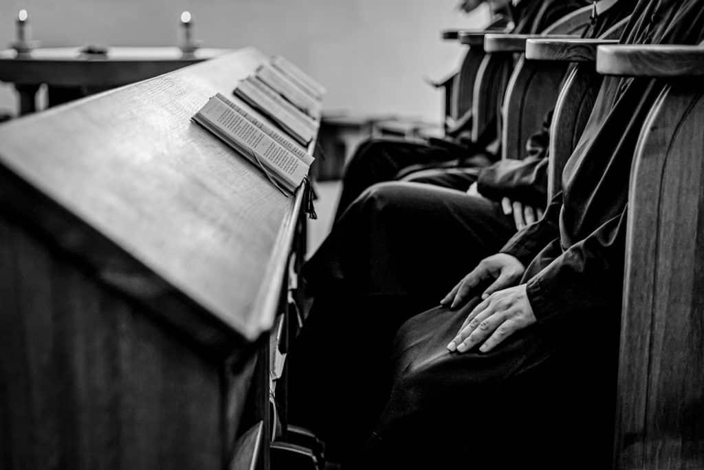 Die Mönche nehmen Ihre Sorgen und Anliegen gerne in ihre Gebete auf.