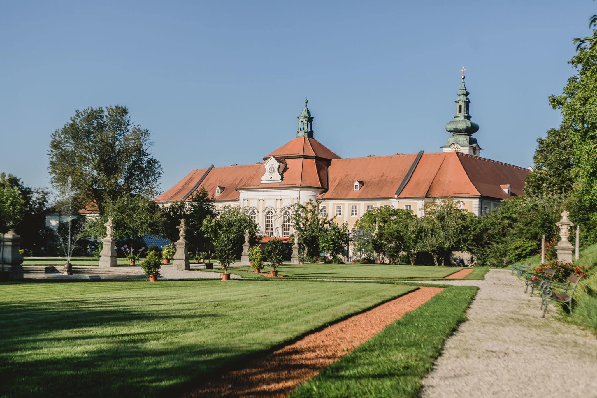 Hofgarten mit Blick auf das Stift